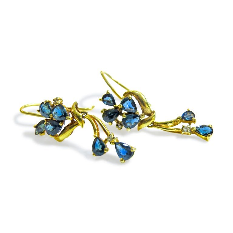 18 Karat Sapphire Flower Earring Ladies In Good Condition In Jackson Heights, NY