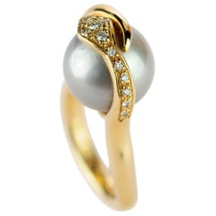 18 Karat Shaped Yellow Gold Pearl Tahiti Round Diamond Serpenti Bypass Ring