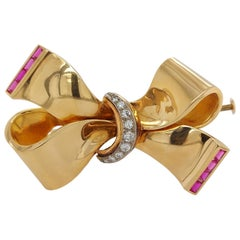 18 Karat Shiny Yellow Gold Bow / Ribbon Brooch Set with Diamonds and Rubies