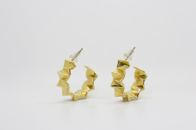 18 Karat Small Folded Triangle Hoops In New Condition For Sale In West Hollywood, CA