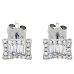 18 Karat Solid White Gold 0.51 Carat Baguette and Round Diamonds Stud Earrings
