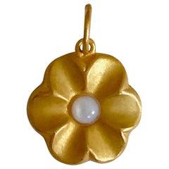 18 Karat Solid Yellow Gold Flower Pendant