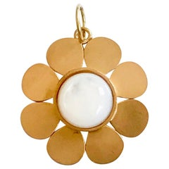 18 Karat Solid Yellow Gold Mother Of Pearl Satin Finish Flower Pendant