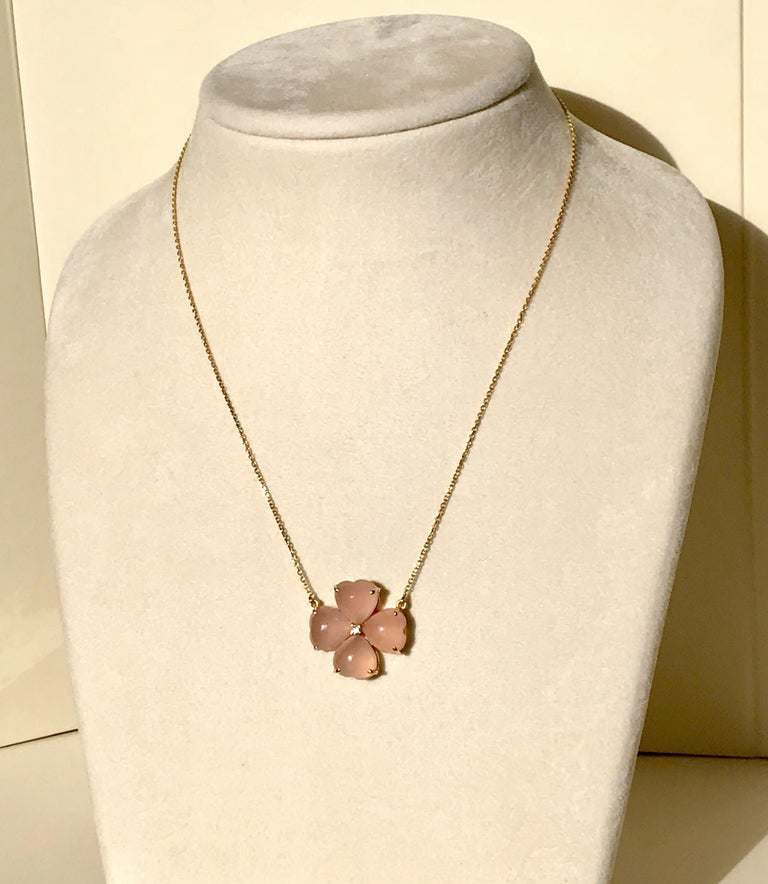 Contemporary 18 Karat Solid Yellow Gold Pink Chalcedony Clover Pendant Necklace For Sale
