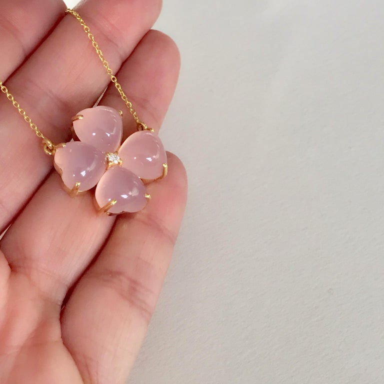 18 Karat Solid Yellow Gold Pink Chalcedony Clover Pendant Necklace For Sale 2