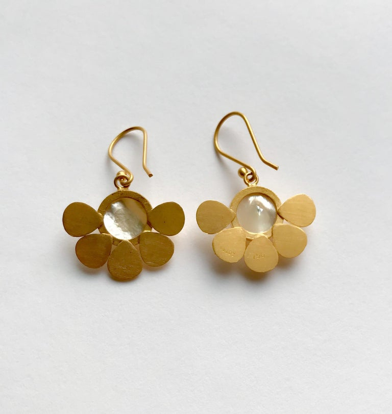 Hand crafted solid yellow gold earrings in a satin and patina finish with mother of pearl centre, inspired by ancient jewels. Easy to wear any time of the day throughout the year. Hallmark: London Goldsmiths' Company – Assay Office ( laser mark on
