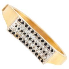 18 Karat Stunning Bangle with Diamonds and Sapphire Bracelet