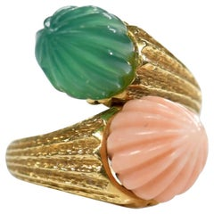 18 Karat Toi et Moi Coral and Chalcedony Ring