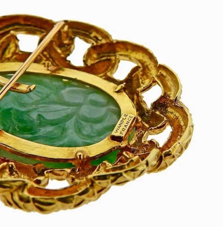 Round Cut 18 Karat Wander Midcentury Retro Large Diamond Jade Pin Brooch For Sale