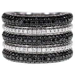 18 Karat White and Black Diamond Cocktail Ring