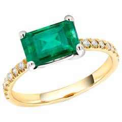 18 Karat White and Yellow Gold Columbian Emerald Diamond Cocktail Ring