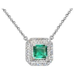 18 Karat White Gold 1.33 Carat Zambia Emerald Diamond Necklace