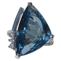 18 Karat White Gold 14+ Carat Blue Topaz Diamond Modernist Cocktail Ring