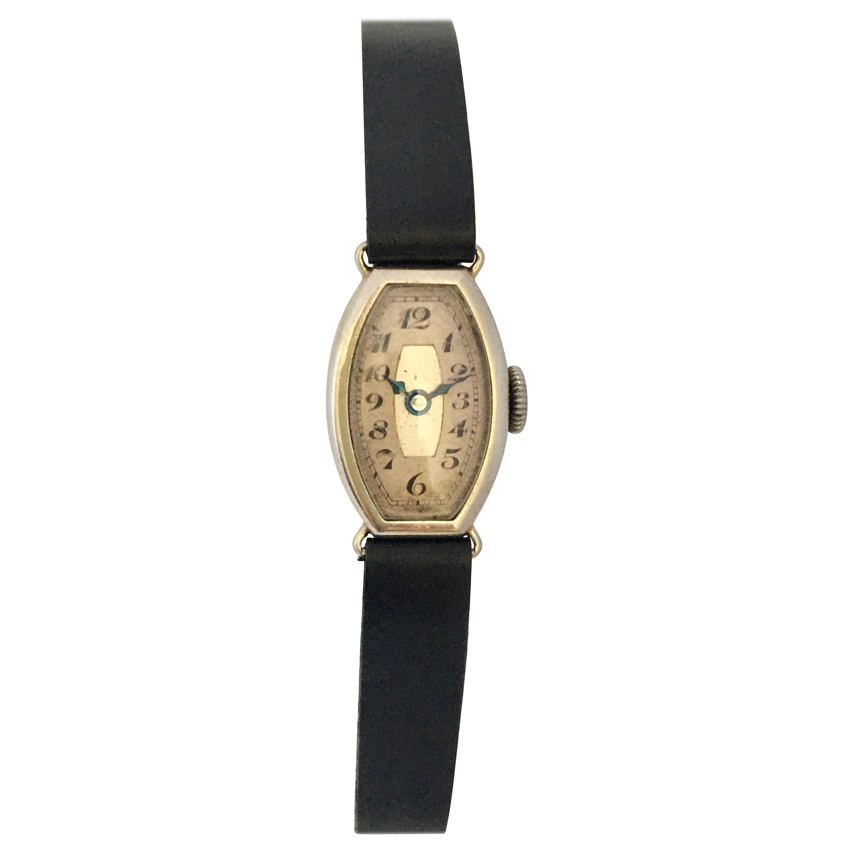 18 Karat White Gold 1930s Vintage Ladies Mechanical Watch