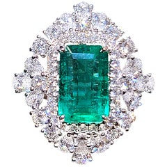 18 Karat White Gold 2.44 Carat Zambia Emerald Radiant Cut Diamond Cocktail Ring