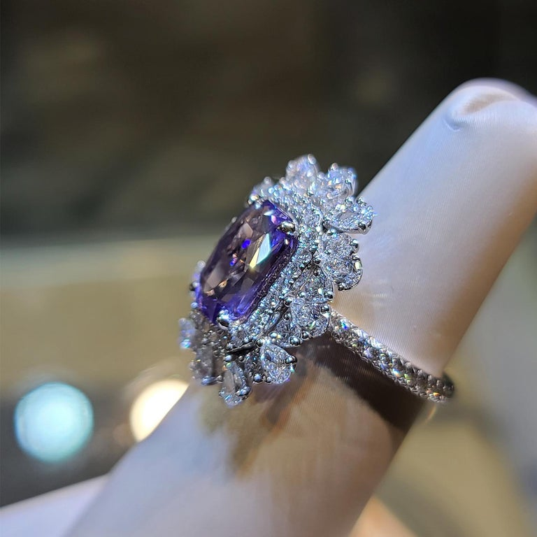 18 Karat White Gold 3.86 Carat No Heat Violet Sapphire Diamond Ring In New Condition For Sale In Central, HK