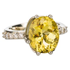 18 Karat White Gold 4.7 Carat Yellow Beryl Ring with White Diamonds