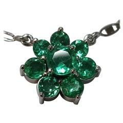 18 Karat White Gold 7-Stone Emerald Cluster Necklace