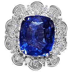 18 Karat White Gold 8.55 Carat Sri Lanka Sapphire Cushion Cut Diamond Ring
