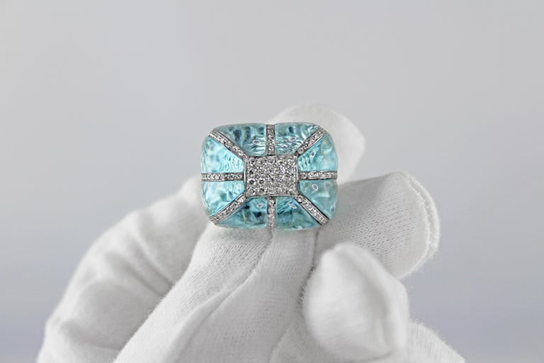 18 Karat White Gold Acquamarine Diamonds Ring  For Sale 4
