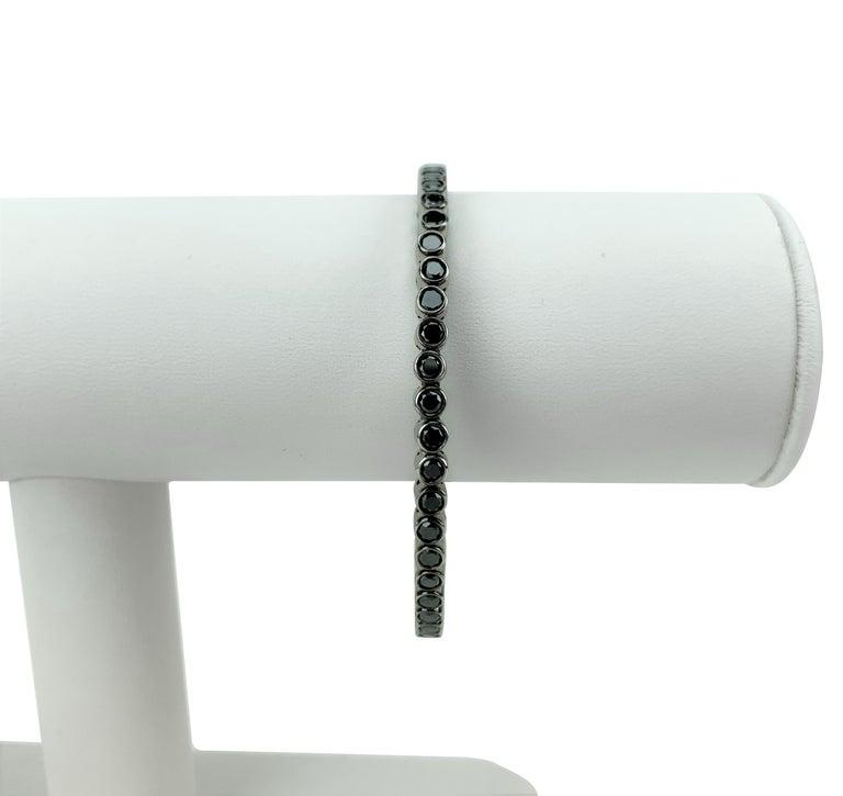 Round Cut 18 Karat White Gold and 3.4 Carat Black Diamond Flex Bangle Bracelet For Sale