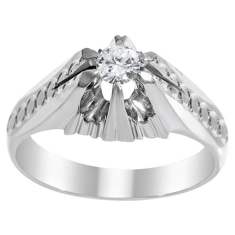 18 Karat White Gold and Diamond Ring For Sale
