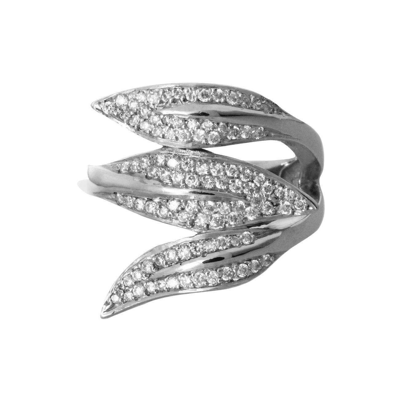 18 Karat White Gold and Diamonds Ring