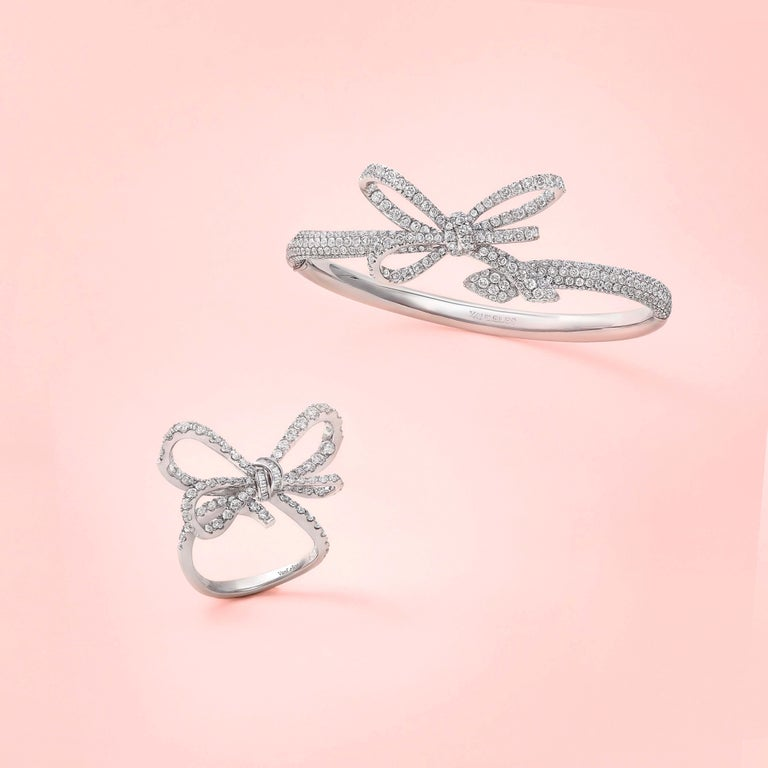 18 Karat White Gold and White Diamonds Bow Bracelet, Pendant and Ring For Sale 4