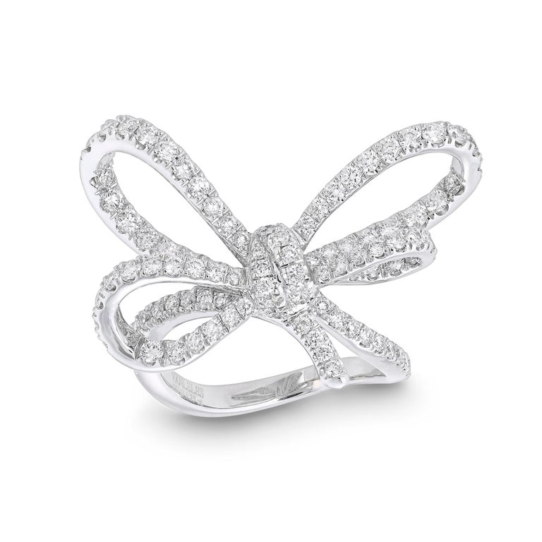 Contemporary 18 Karat White Gold and White Diamonds Bow Bracelet, Pendant and Ring For Sale