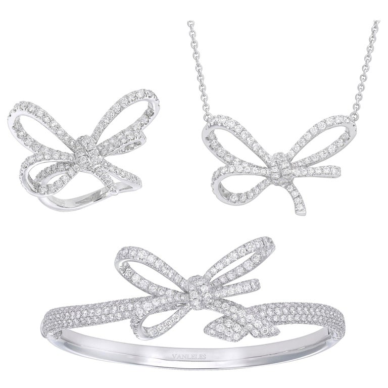 18 Karat White Gold and White Diamonds Bow Bracelet, Pendant and Ring For Sale
