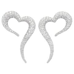 18 Karat White Gold and White Diamonds Heart Shaped Earrings
