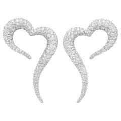 18 Karat White Gold and White Diamonds Heart Shaped Earrings