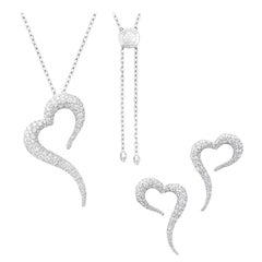 18 Karat White Gold and White Diamonds Heart Shaped Pendant and Earrings