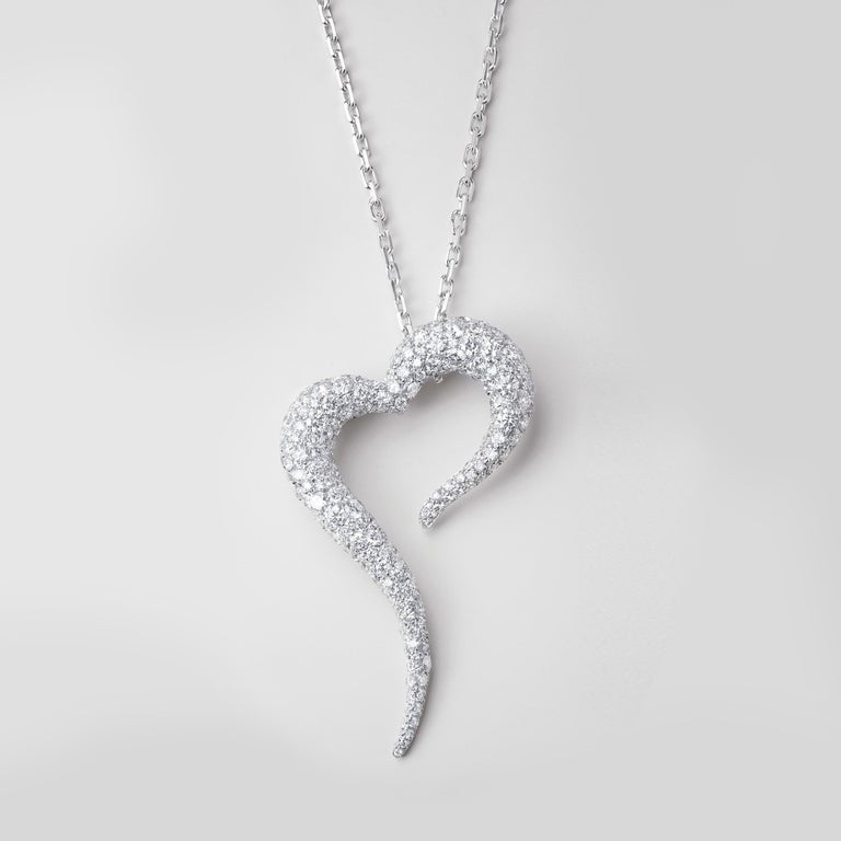 AMOR O CORAÇÃO AFRICANO Collection  Love, my African heart, is a passionate love letter to Africa. A place of great generosity, beauty and opulence and a nod to VANLELES Founder and Creative Director's heritage.   Pendant crafted in 18k white
