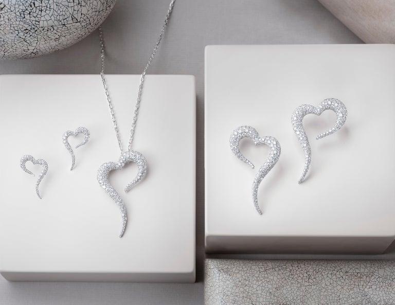 Women's 18 Karat White Gold and White Diamonds Heart Shaped Pendant For Sale