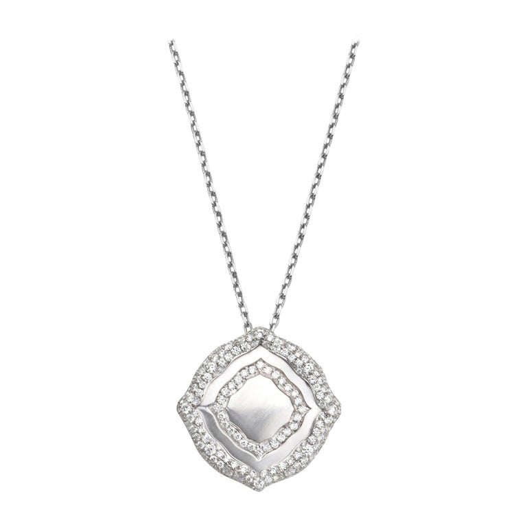 Contemporary 18 Karat White Gold and White Diamonds Pendant and Earrings For Sale