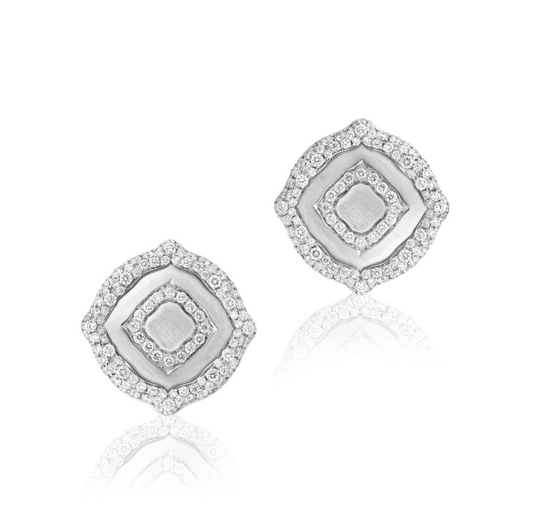 Round Cut 18 Karat White Gold and White Diamonds Pendant and Earrings For Sale