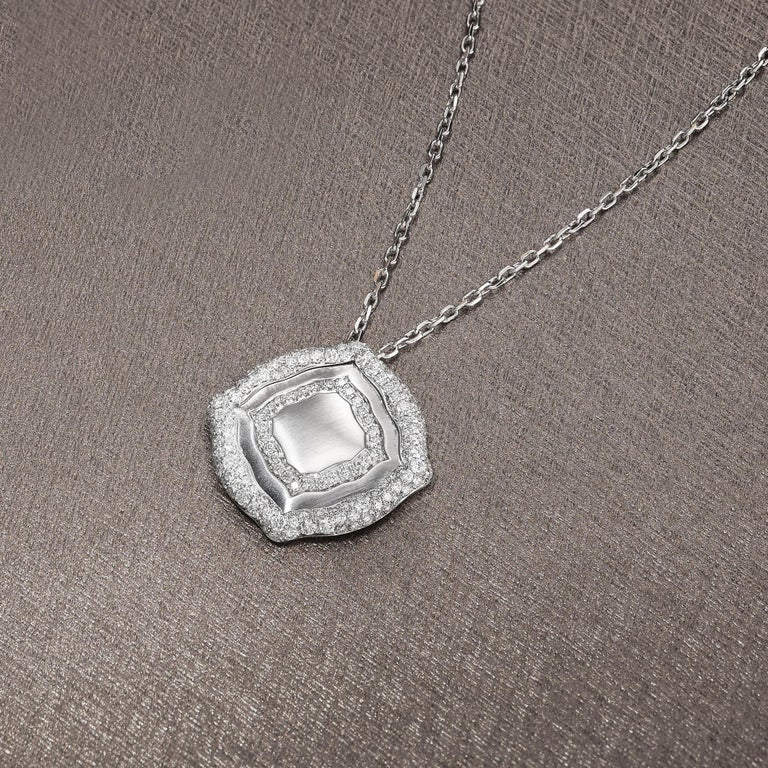 18 Karat White Gold and White Diamonds Pendant and Earrings For Sale 1