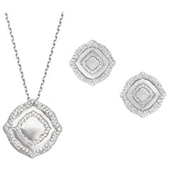 18 Karat White Gold and White Diamonds Pendant and Earrings