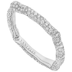18 Karat White Gold and White Diamonds Ring