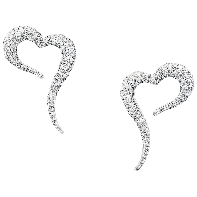 18 Karat White Gold and White Diamonds Small Heart Shaped Earrings