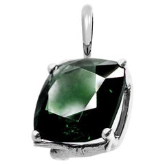 18 Karat White Gold Artist Pendant Necklace with 11.8 Carats Green Sapphire
