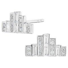 18 Karat White Gold Baguette Diamond Bar Stud Earring