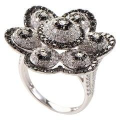 18 Karat White Gold Black and White Diamond Daisy Ring