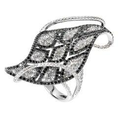 18 Karat White Gold Black and White Diamond Leaf Ring