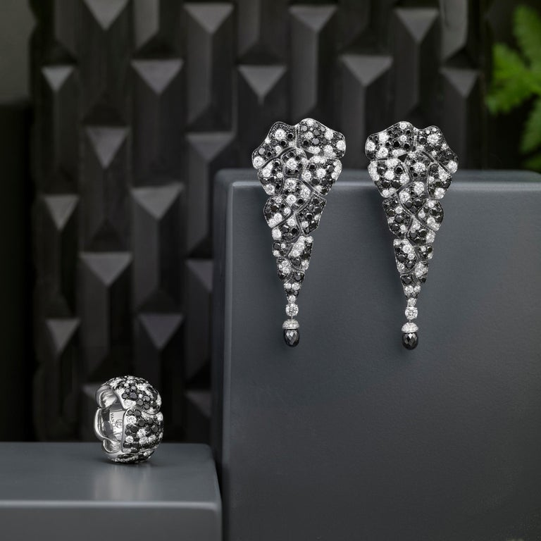 Women's 18 Karat White Gold, Black Diamonds and White Diamonds Chandelier Earrings For Sale