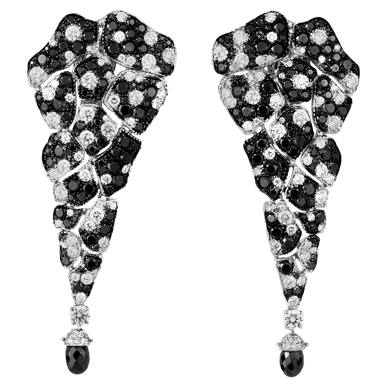 18 Karat White Gold, Black Diamonds and White Diamonds Chandelier Earrings