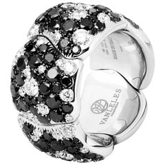 18 Karat White Gold, Black Diamonds and White Diamonds Cocktail Ring