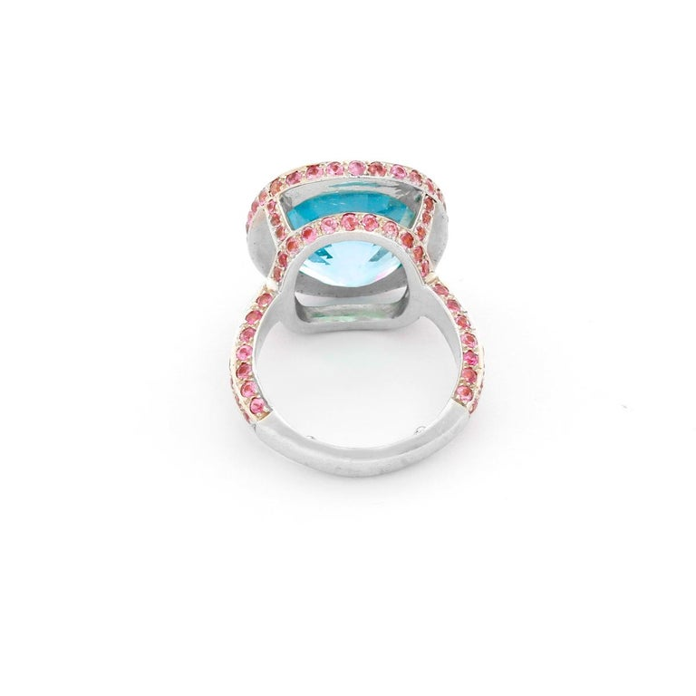 Women's 18 Karat White Gold Blue Topaz and Pink Sapphire Ring For Sale
