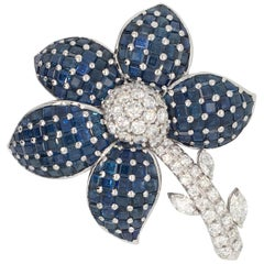 18 Karat White Gold Brooche with Diamonds and Sapphires Made in Italy